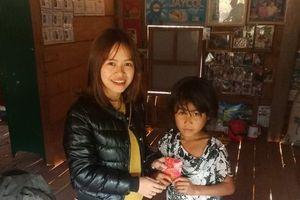 Xúc động câu chuyện giáo viên góp tiền lì xì, kéo học sinh đến trường sau Tết