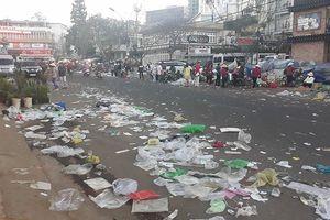Nhiều du khách vô tư xả rác ở thành phố ngàn hoa Đà Lạt