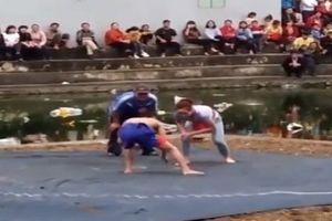 Bắc Ninh: Cánh mày râu tròn mắt vì cô gái xinh đẹp hạ gục 2 người đàn ông trên sới vật
