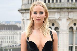Jennifer Lawrence phản pháo lời chê mặc quá sexy trong trời lạnh
