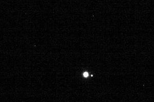 Sửng sốt ảnh ấn tượng Mặt trăng, Trái đất ở hơn 63 triệu km