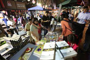 Đường sách TP Hồ Chí Minh đón gần 7 vạn lượt khách trong dịp Tết