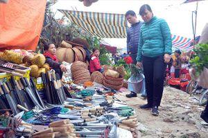 500 cảnh sát phòng chống cướp giật ở Hội chợ Viềng