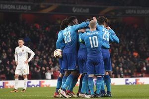 Thua 1-2 trên sân nhà, Arsenal vẫn giành quyền vào vòng 1/8