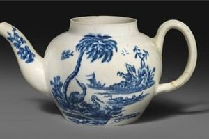 Mua ấm trà cũ nửa triệu, bán được hơn 18 tỷ