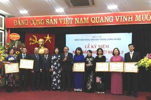 Phó Thủ tướng chúc mừng thầy thuốc Bệnh viện Răng - Hàm - Mặt Trung ương