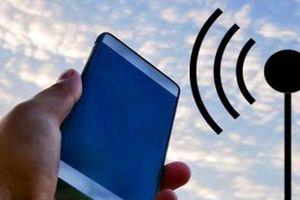 Tín hiệu điện thoại liệu có tốt hơn khi giơ máy lên cao?