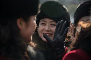 Người đàn ông trên mặt nạ của đội cổ động Triều Tiên là ai?