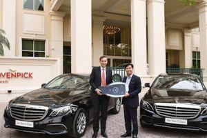 Mercedes-Benz Việt Nam bàn giao bộ đôi E 200 thế hệ mới cho Movenpick Hà Nội