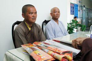 Phát hiện 2 người giả nhà sư khất thực tại chùa Bà