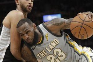 NBA 2017-18, San Antonio 110-94 Cleveland: LeBron chơi bóng một mình, Cavaliers lại thua