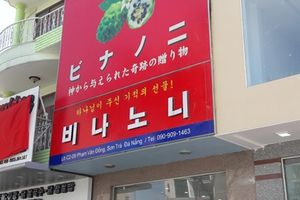 Cám cảnh những biển hiệu chữ nước ngoài lấn át chữ Việt ở Đà Nẵng