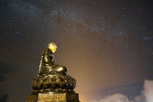 500 Phật tử ba miền tụ hội trên đỉnh Fansipan cầu nguyện quốc thái dân an