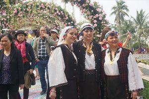 Lễ hội hoa hồng Bulgaria 2018 sửa sai thế nào?