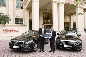 Mercedes-Benz Việt Nam bàn giao E 200 thế hệ mới cho Movenpick Hà Nội
