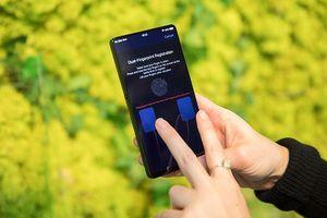 Cận cảnh Vivo APEX: cảm biến vân tay chiếm nửa màn hình, camera giấu kín