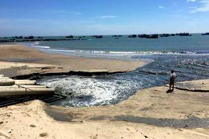 Tạm ngưng dự án xả nước đen ngòm ra biển Bình Thuận