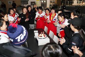 Những khoảnh khắc khó quên của các cô gái đội hockey nữ liên Triều