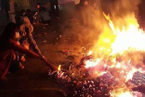 Chen chân xin lửa 'lấy đỏ' đầu năm