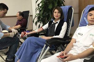 Y, bác sĩ tham gia hiến máu tình nguyện ngày thầy thuốc Việt Nam
