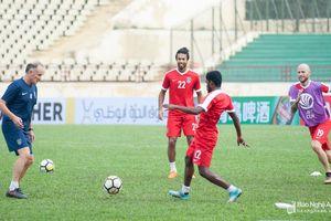 Cận cảnh dàn sao đội bóng 'đại gia' Malaysia đến tập trên sân Vinh