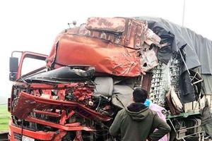 Tai nạn giao thông nóng nhất 24h: Va chạm kinh hoàng với xe tải, đầu xe container văng xuống đường