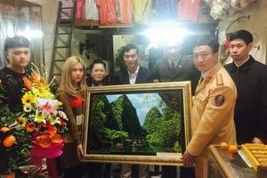 Công an trao thưởng cho người quay clip nhóm thanh niên gây náo loạn, thách thức CSGT ở Ninh Bình