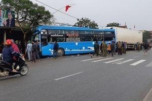 Hà Tĩnh: Xe container đâm xe khách, 3 người thương vong