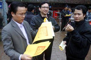 Bộ VHTTDL: Nam Định cần khắc phục hiện tượng 'đưa tiền lấy ấn' tại Lễ hội Đền Trần