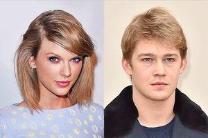 Taylor Swift bị đồn đang sống chung với bạn trai kém 2 tuổi
