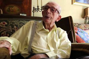 'Cha đẻ' của 3 tập trong serie Điệp viên 007 qua đời ở tuổi 97