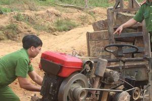 Đắk Lắk: Bắt cả đoàn xe công nông độ chế chở gỗ lậu trong đêm