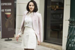 'Nàng dâu' Bảo Thanh khoe dáng thanh lịch xuống phố
