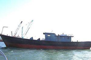 Phát hiện tàu vỏ sắt có chữ Trung Quốc trôi dạt trên vùng biển Thừa Thiên- Huế