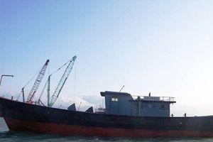 Ngư dân phát hiện tàu không người lái có chữ Trung Quốc 'lạc trôi' trên biển