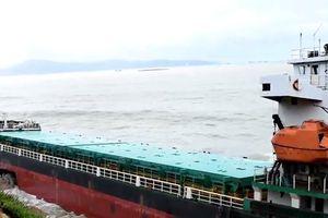 Trục vớt, bán phế liệu tàu biển nặng hơn 4 nghìn tấn