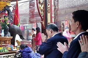 Đề nghị kỷ luật cán bộ Kho bạc Nhà nước TP Nam Định đi lễ chùa trong giờ hành chính