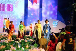 Lễ hội Áo dài truyền cảm hứng 'yêu áo dài Việt Nam'
