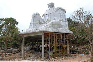Tháo dỡ tượng Bà Chúa Xứ xây dựng trái phép trên Núi Sam