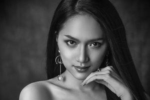 Thần thái xuất sắc, Hương Giang Idol nổi bật giữa loạt mỹ nhân