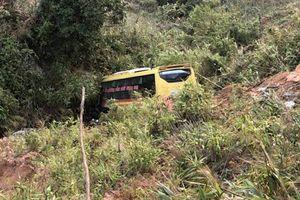 Vụ ôtô khách lao xuống vực: 'Chiếc xe rung lắc mạnh rồi phóng đi với tốc độ cao'
