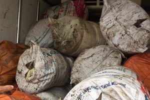 Hà Tĩnh: Bắt giữ gần 1 tấn mỡ bẩn đưa ra Bắc tiêu thụ