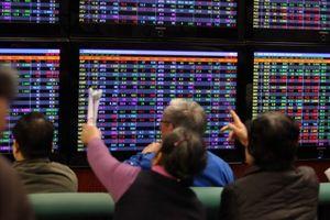 TTCK ngày 1/3: Cổ phiếu tăng giá rơi vào tầm ngắm chốt lời