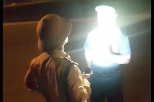 Tạm đình chỉ công tác Trung tá CSGT 'vung tay', rọi đèn pin vào tài xế