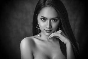 Hương Giang gợi cảm, thần thái nổi bật trong bộ ảnh 'beauty shoot' của Hoa hậu Chuyển giới Quốc tế