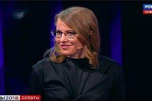 Bầu cử Nga: Ứng viên tổng thống bị hắt nước ngay trên sóng truyền hình