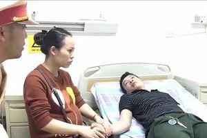 Hà Nội: Nam thanh niên bị co giật được CSGT cứu giúp kịp thời