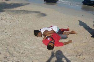 Đấu súng trên bãi biển, du khách hoảng hốt chạy thoát thân