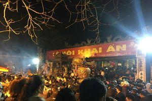 Nam Định: Biển người vào lễ đầu năm sau giờ khai ấn đền Trần xuân Mậu Tuất