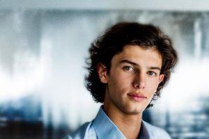 Vẻ điển trai của Hoàng tử Đan Mạch 18 tuổi